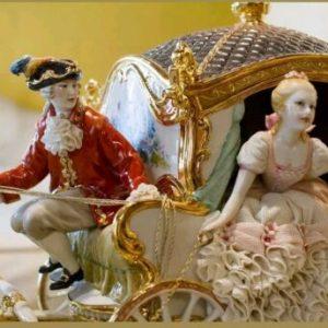Porcellana di Capodimonte, La Carrozza a 2 cavalli. Realismo e perfezione.