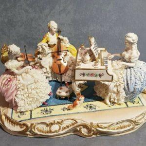 Porcellana di Capodimonte. Gruppo il concerto . Spettacolare creazione