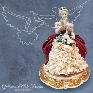 Porcellana Capodimonte. Dama con Colomba. Versione abito PIZZO di Porcellana