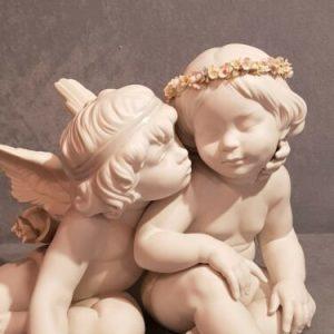 Porcellana artistica in Biscuit. Coppia angeli Cupido