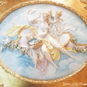 Porcellana di Capodimonte. Quadro a rilievo, Bassorilievo. Venere con Putti.