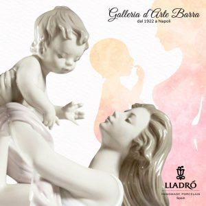 Porcellana Artistica by Lladró. Maternità giocando con il mio bellissimo Bebè.
