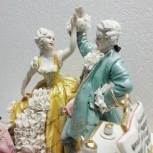 Porcellana di Capodimonte. Gruppo il concerto.Invito al Ballo. Imponente creazione
