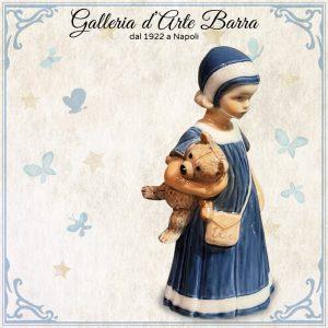 Royal Copenaghen porcellana artistica. Figura. La mitica Elsa con orso e borsa.