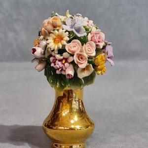 Porcellana Capodimonte vaso oro  in miniatura con micro fiori decorati a mano.