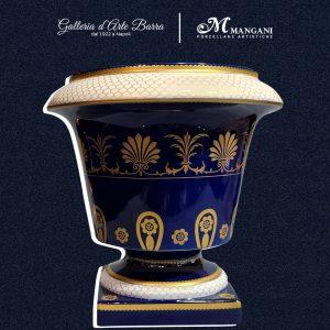Porcellane Artistiche Mangani CACHEPOT blu cobalto con decorazioni in oro.