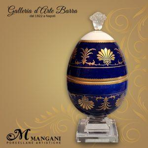 Porcellane Artistiche Mangani Uovo a scatola blu cobalto con decorazioni in oro.