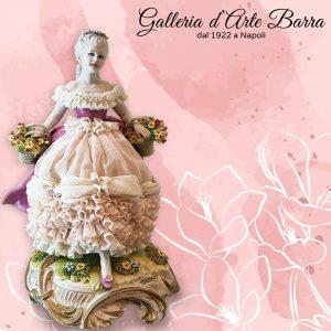 Porcellana Capodimonte, Dama Primavera con Ceste di Fiori.Abito Pizzo Porcellana