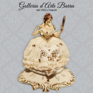 Porcellana capodimonte Dama Specchio Versione esclusiva Bianco e Oro. Abito pizzo