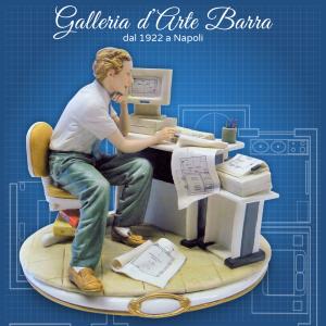 Porcellana di Capodimonte. IL Geometra con scrivania e computer.