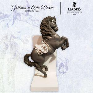 Porcellana Artistica BY Lladró. Coppia cavalli ferma libriì