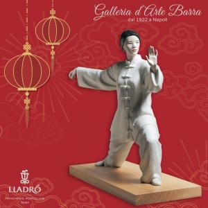 Lladró  Porcellana artistica  by Lladro. Figurina Donna Tai Chi