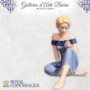 Royal Copenhagen porcellana artistica. Figura. Ragazza con uccellino