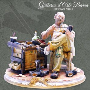 Porcellana di Capodimonte: calzolaio, ciabattino. Raro. Collezione  mestieri