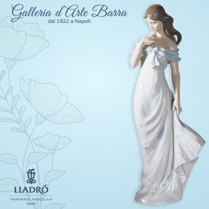 Lladró  Porcellana artistica  by Lladro. Figura di Donna, il profumo dei fiori