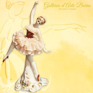 PORCELLANA CAPODIMONTE. Ballerina in miniatura versione Pizzo porcellana Rosa.
