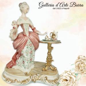 Porcellana Capodimonte. Dama inglese. L'ora del tè. Creazione di altri tempi.