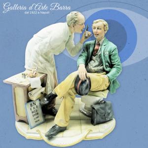 Porcellana di Capodimonte. Oculista Dottore con paziente. Grandi dimensioni