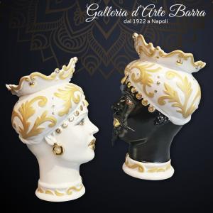 Porcellana Capodimonte. Coppia Teste di Mori, Vasi bianchi particolari in Oro.