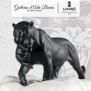 Porcellana Lladró.  Pantera nera con cucciolo.