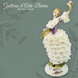 Poorcellana Capodimonte. Dama Primavera in miniatura. Abito pizzo porcellana.