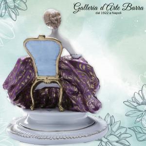 PORCELLANA DI CAPODIMONTE: Dama Ventaglio decoro porpora e oro