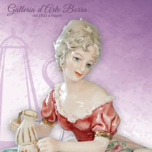 Porcellana capodimonte.Dama l'ora del Tè. Abito rosa, bordo pizzo di porcellana