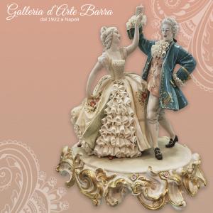 Porcellana di Capodimonte. IL Minuetto, Dama abito pizzo in porcellana