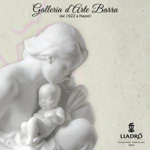 Porcellana Artistica by Lladró in (Biscuit) Maternità con Bimbo.