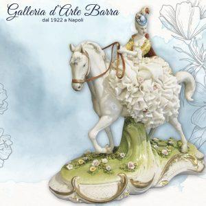 Porcellana di Capodimonte, Passeggiata a Cavallo. Dama abito Pizzo di Porcellana