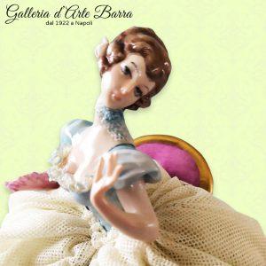Porcellana Capodimonte, Dama in Posa, abito pizzo in porcellana