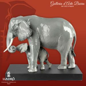 Lladró Porcellana Artistica by Lladro. Elefante Maternità. Indicando la via