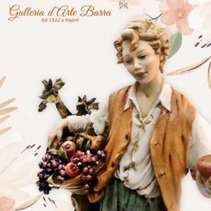 Porcellana di Capodimonte contadino, ragazzo venditore di Frutta.