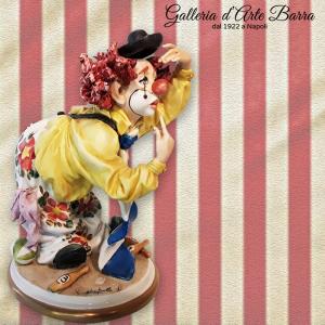 Porcellana di Capodimonte. Clown Archimede Piegato. Realistico