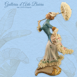 Porcellane Capodimonte: Dama con ombrellino, colpo di vento. Decoro esclusivo.