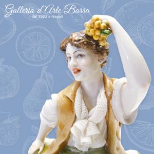 Porcellana di Capodimonte, Bimbo con Frutta