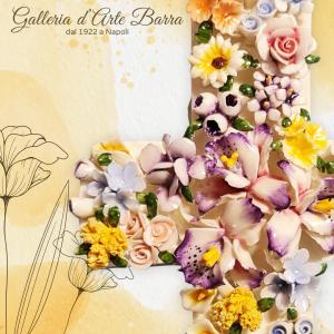 Croce da parete tempestata di fiori